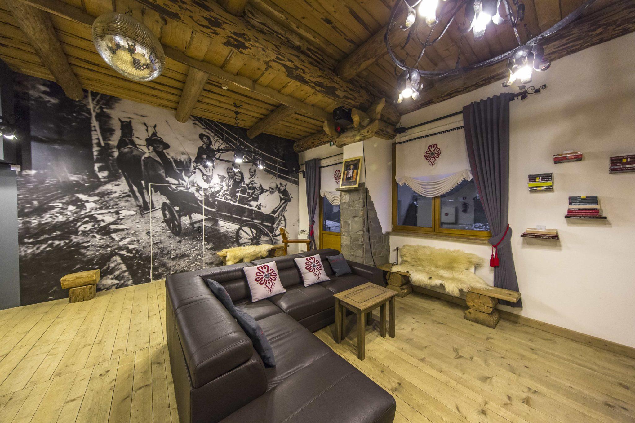 Salon w pensjonacie w górach