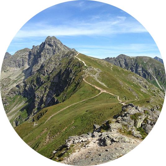 Wyjazdy firmowe - atrakcje w Moich Tatrach to między innymi górskie wędrówki