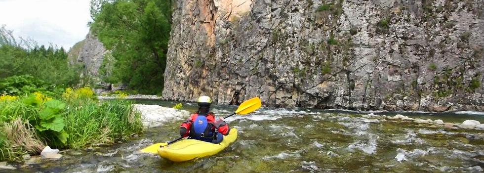 Wakacje w górach - spływ kajakowy